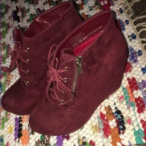 JustFab Size 7 Burgundy Booties